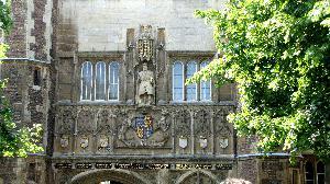 Тринити-колледж- старейший и самый богатый