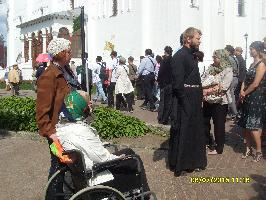 Послушник Игорь проводит экскурсию