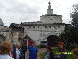 Главные ворота монастыря-музея и надвратная церковь