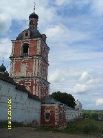 Восстановленные стены ограды Никольского монастыря